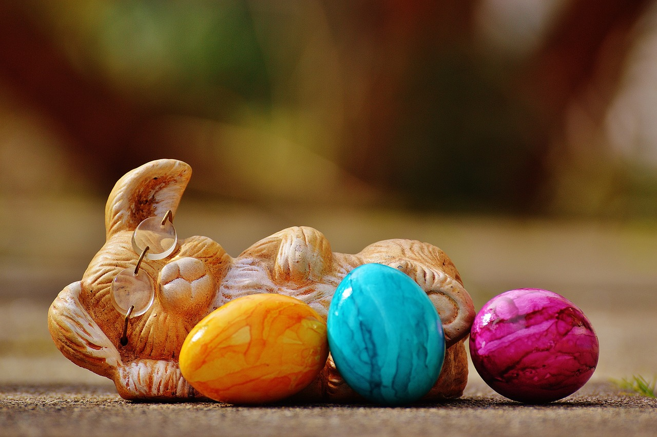 Have a safe, happy easter with your children blog article image